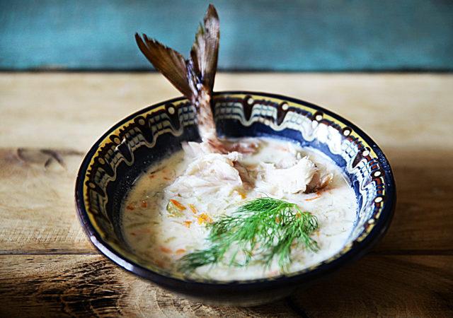Zupa ogórkowa z wędzoną makrelą