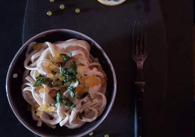 Pasta al limone, czyli makaron z sosem cytrynowym.